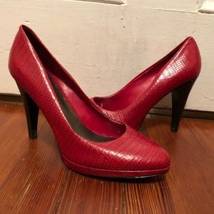 Red Nine West Pumps